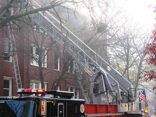 Seguro de hogar. Bomberos atienden un incendio